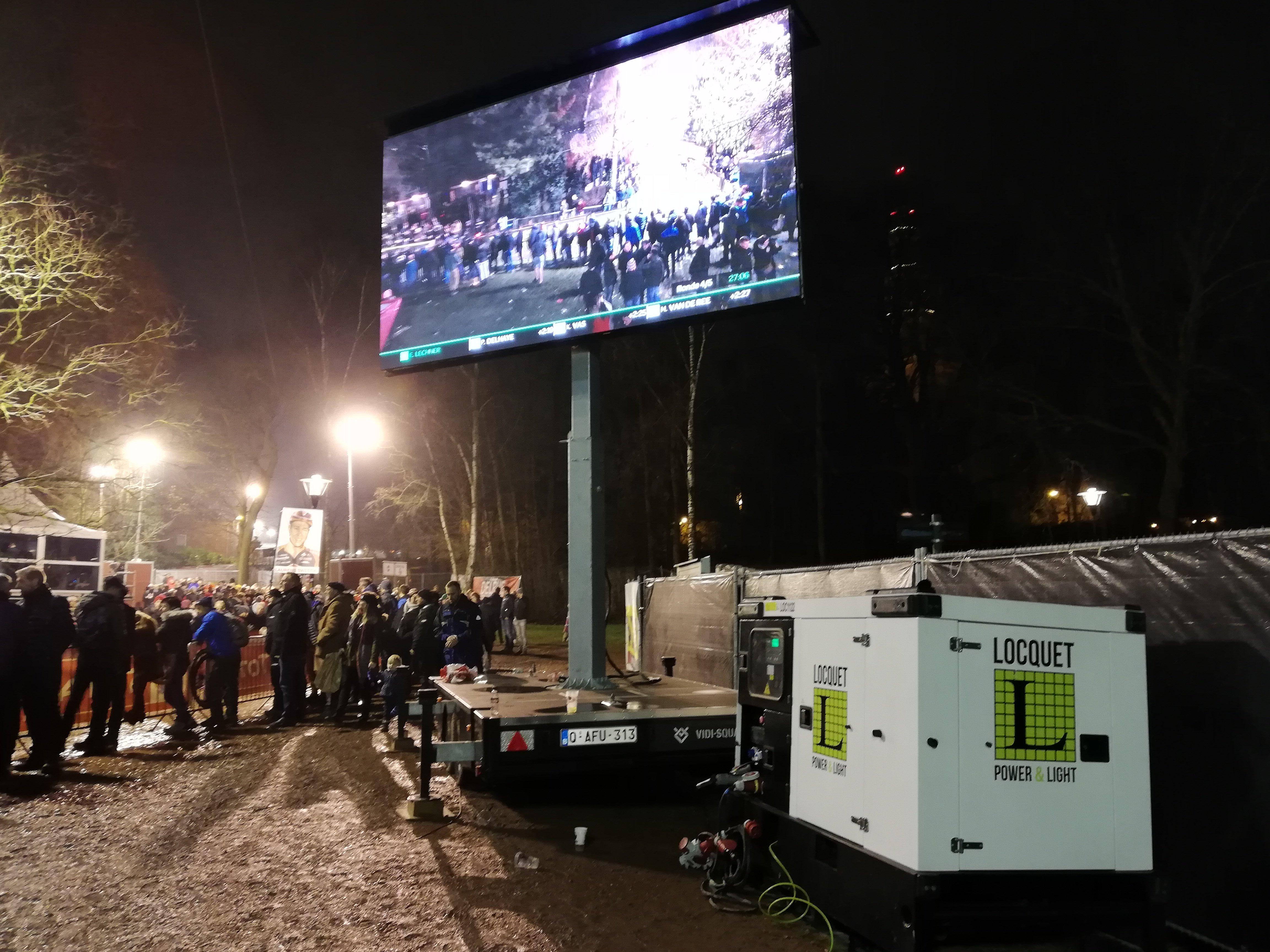 Superprestige Diegem 2018 - generator 45-50 kVA voeden mobiel LED-scherm.jpg